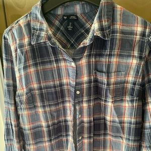 Gap button up size l